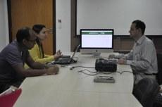 Foto: Servidores da TI Vivian e Samuel com o Clairton servidor do TRE