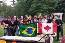 Estudantes brasileiros que realizaram intercâmbio no Canadá e desenvolveram processo inovador em vinícola