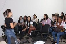 Durante a reunião, a pró-reitora de Extensão Paula Karini explicou a divisão dos trabalhos