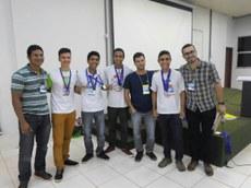 Equipe vencedora do segundo lugar e medalha de honra ao mérito.