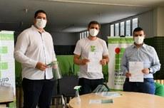 À esquerda professor Ivo Sócrates, coordenador do projeto, ao centro Flávio Eliziario, diretor-geral do campus, à direita, o secretário municipal de saúde de Paraíso, Arllérico André.