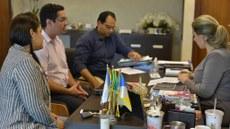 Reitor do IFTO Antônio da Luz Júnior e a Pro-reitora de Extensão, Nayara Pajeú, apresentam proposta de parceria em diversas áreas à prefeita Cinthia Ribeiro