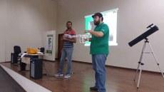 Elismar e Marcelo ministram sobre os cursos de Física e Matemática